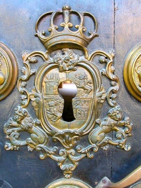 crown & coat of arms key hole
