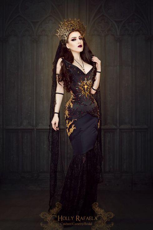Model-Threnody-In-Velvet-Crown-by-Pendulous-Threads